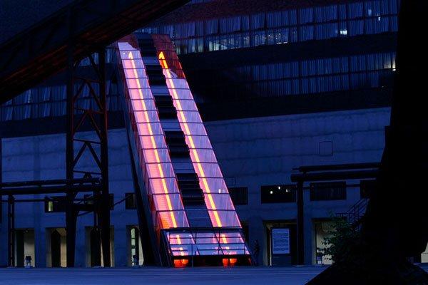 ескалатор ThyssenKrupp Victoria нощна снимка