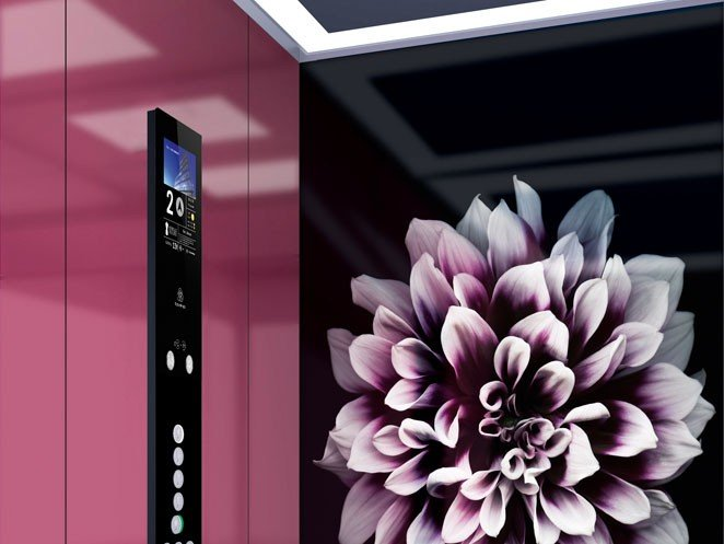 асансьор ThyssenKrupp Latitude интериор с цвете