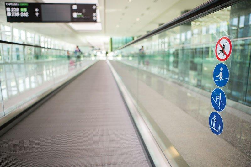 травелатор ThyssenKrupp iwalk предпазно стъкло