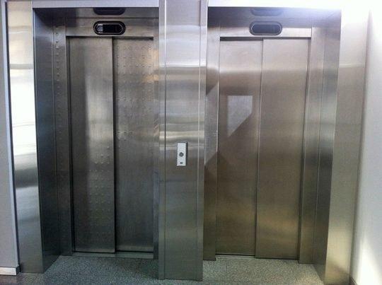 асансьорни врати